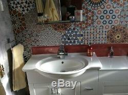 Meuble Sous Lavabo Évier Avec Mitigeur. Retour Au Mur Ensemble De Toilettes