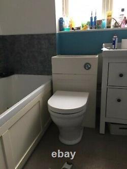 Roper Rhodes De Retour À L'unité De Vanité De Toilette De Mur