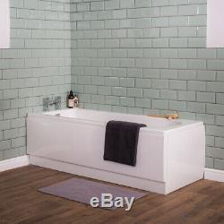 Salle De Bains Moderne, Baignoire Incurvée, Lavabo Encastré Dans Le Meuble Et Sensation De Toilette