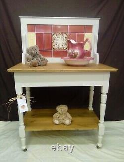 Superbe Edwardian Solid Pine Washstand Vanity Unit Avec Carrelage Dos Et Roulettes