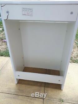 Table De Toilette Cabinet Toilettes Dos Au Mur